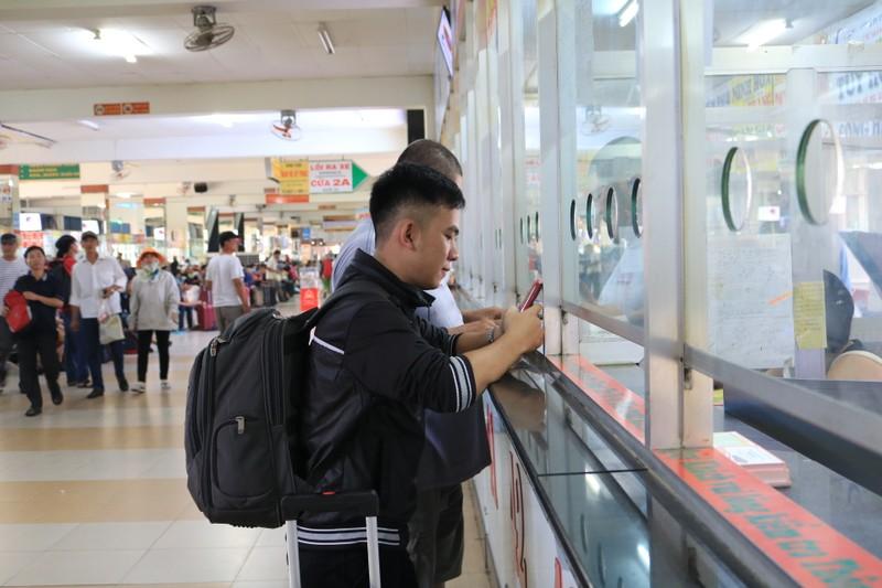Bến xe Miền Đông không còn cảnh chen chúc mua vé Tết - ảnh 4