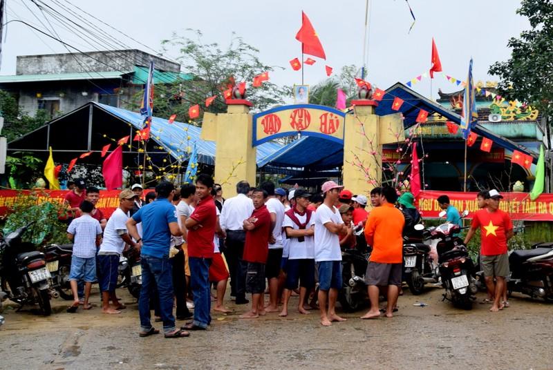 Vui lễ hội cầu ngư đầu năm - ảnh 3