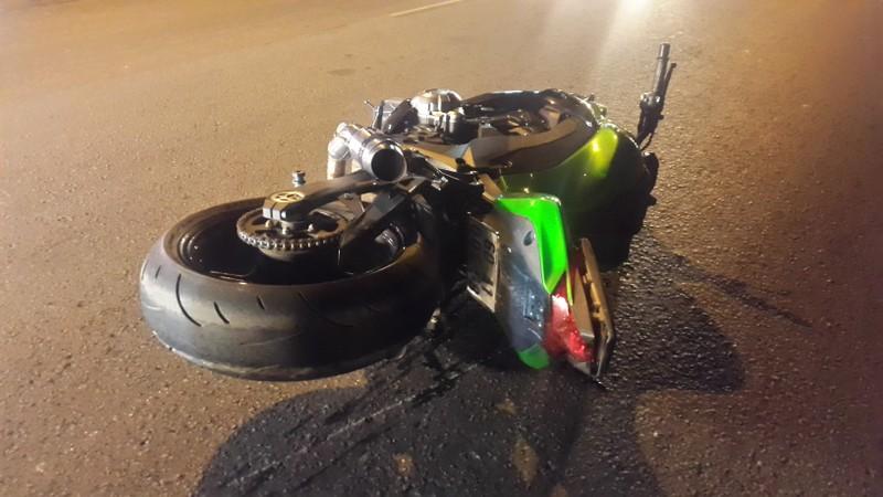 Mô tô Kawasaki tông người chạy Exciter gãy lìa chân - ảnh 1