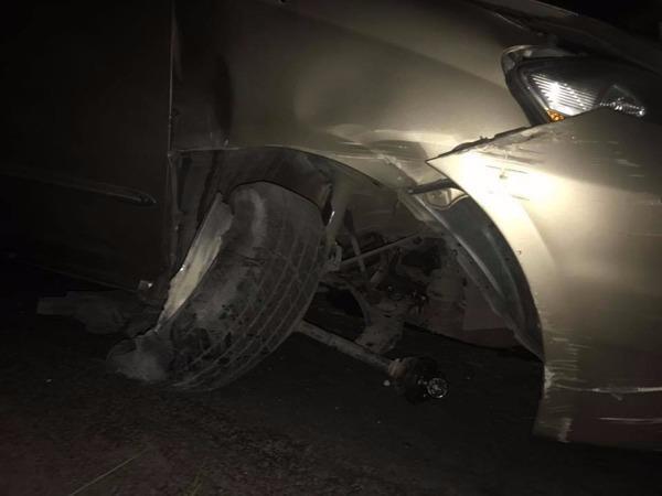 Hình ảnh chiếc xe của Nhật Kim Anh bị hư hỏng nặng.