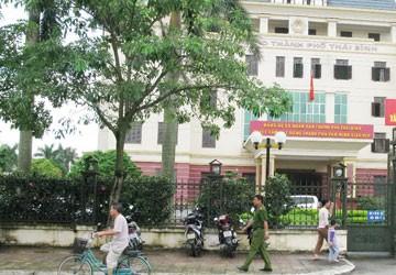 Xả súng kinh hoàng tại UBND TP Thái Bình: Bắn bốn cán bộ rồi tự sát