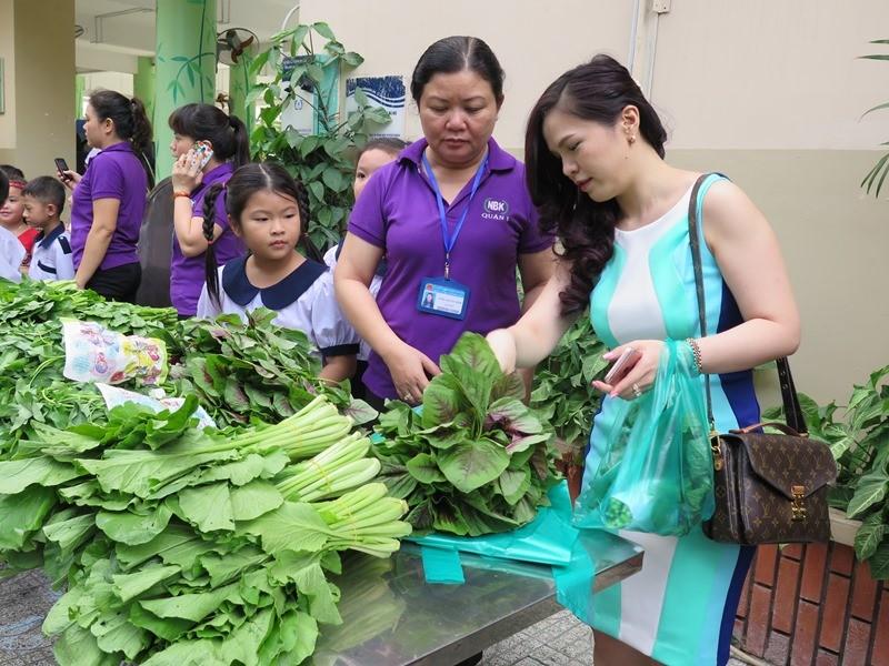Độc đáo: Nhộn nhịp hội chợ rau sạch của học sinh tiểu học - ảnh 14