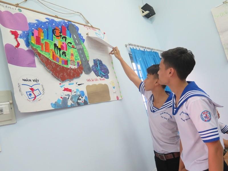 Xúc động học sinh TP.HCM tưởng niệm sự kiện đảo Gạc Ma - ảnh 10
