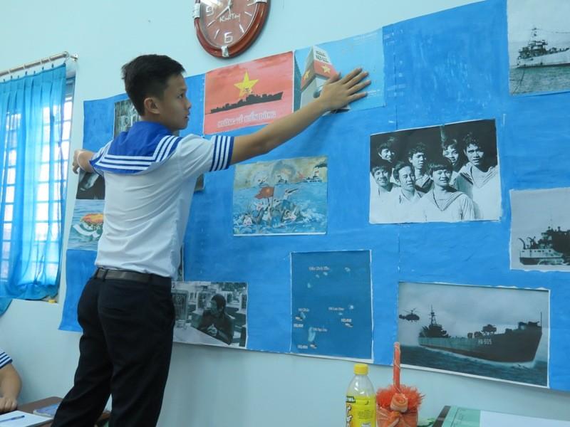 Xúc động học sinh TP.HCM tưởng niệm sự kiện đảo Gạc Ma - ảnh 12