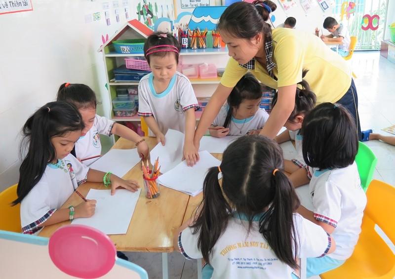 Hàng loạt quận, huyện tại TP.HCM ráo riết tuyển giáo viên - ảnh 1