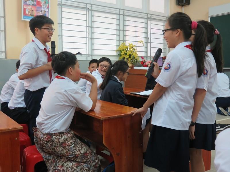 Phụ huynh bất ngờ bị học sinh phỏng vấn trong giờ học - ảnh 8