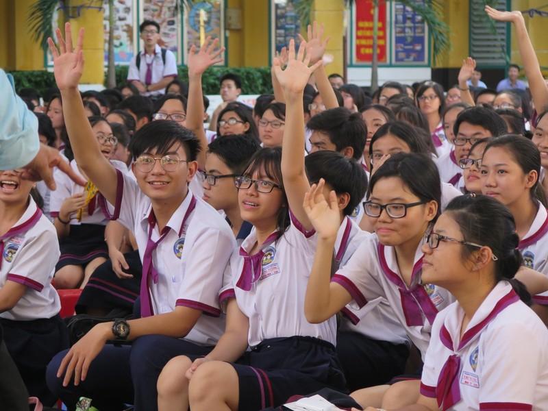 Học sinh mê mẩn nghe hát chèo, đờn ca tài tử - ảnh 14