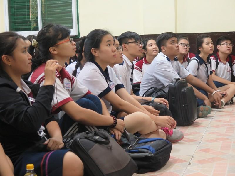 Học sinh mê mẩn nghe hát chèo, đờn ca tài tử - ảnh 7