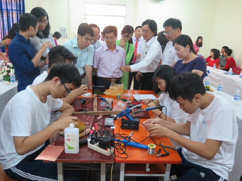 Lớp học thành xưởng cơ khí, thầy trò làm kỹ sư - ảnh 13
