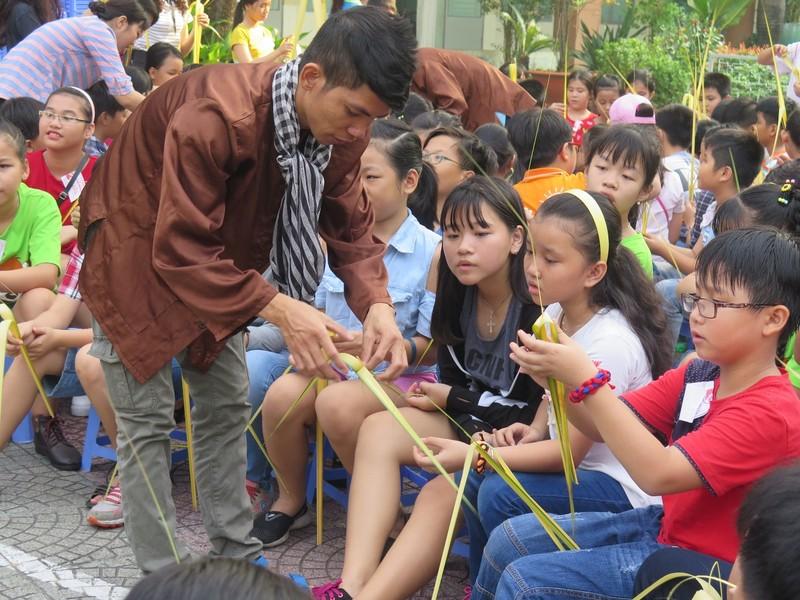 Trò tiểu học thích thú với ngày hội trò chơi dân gian - ảnh 2