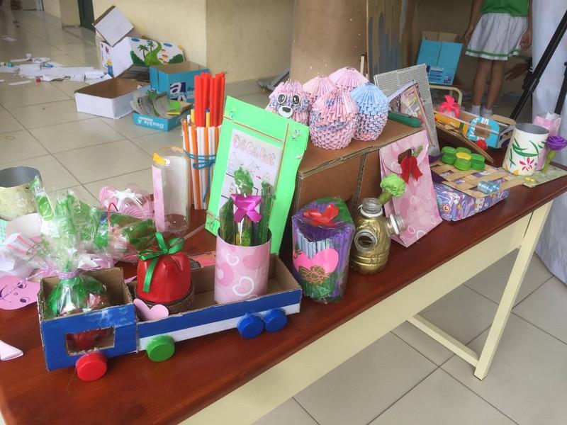 Trẻ tiểu học 'thay áo' cho rác thải tái chế - ảnh 4