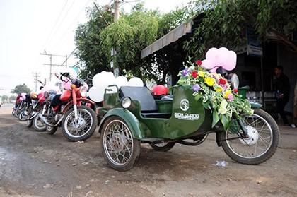 Độc đáo rước dâu bằng dàn 'siêu xe' Minsk cổ - ảnh 5