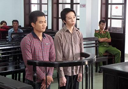 Hy hữu: Chuyển ma túy cho bị cáo ngay tại phiên tòa - ảnh 1