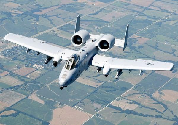 """""""Quạ đen"""" Su-25 của Nga sẽ mổ mắt """"lợn lòi"""" A-10 của Mỹ? - ảnh 1"""