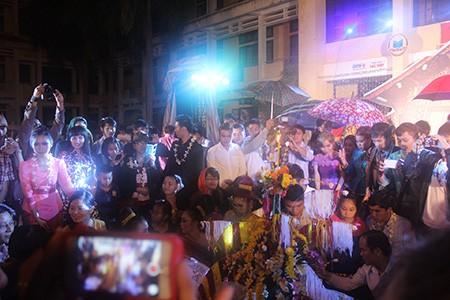 Sinh viên Lào rộn ràng đón tết Bunpimay trên đất Việt Nam - ảnh 7