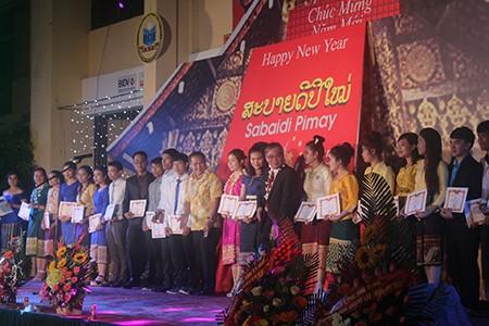 Sinh viên Lào rộn ràng đón tết Bunpimay trên đất Việt Nam - ảnh 8