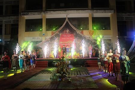 Sinh viên Lào rộn ràng đón tết Bunpimay trên đất Việt Nam - ảnh 3
