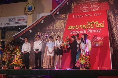 Sinh viên Lào rộn ràng đón tết Bunpimay trên đất Việt Nam - ảnh 6