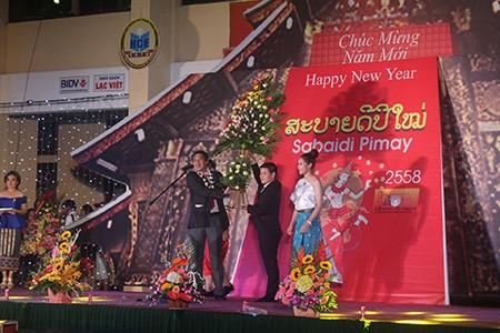 Sinh viên Lào rộn ràng đón tết Bunpimay trên đất Việt Nam - ảnh 5