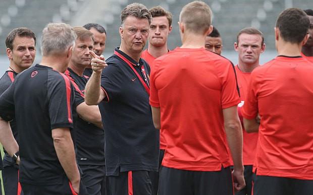Van Gaal lo lắng điều gì trước trận derby Manchester? - ảnh 1