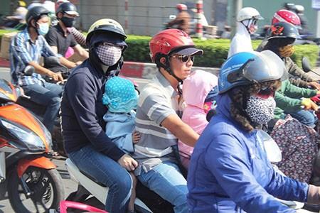 Người Sài Gòn toát mồ hôi đến chỗ làm sau kỳ nghỉ lễ - ảnh 9