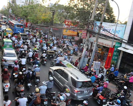 Giao thông Sài Gòn tắc nghẽn vào giờ tan sở sau dịp nghỉ lễ - ảnh 2