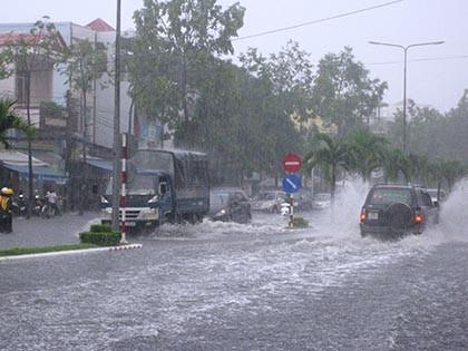 Mưa lớn, nhiều tuyến phố ở Cần Thơ ngập nặng - ảnh 2