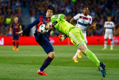 Neuer thi đấu xuất sắc trước Barcelona