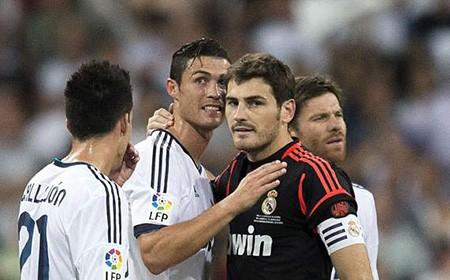 "Bản tin tối (13/5): Ronaldo, Casillas rời Real; Đại gia ""xâu xé"" Benteke; M.U, Arsenal bỏ lỡ Khedira  - ảnh 2"