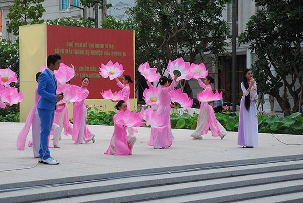 TP.HCM: Khánh thành tượng đài Chủ tịch Hồ Chí Minh  - ảnh 6
