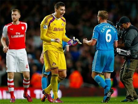 Niềm vui của các cầu thủ Sunderland sau khi cầm hòa Arsenal