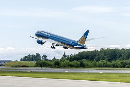 Máy bay hiện đại nhất của Vietnam Airlines hoàn thành chuyến bay thử - ảnh 1