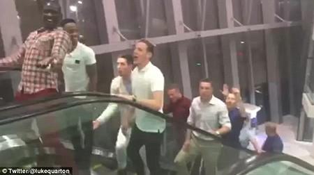 Thua trận 1-6, cầu thủ Liverpool vẫn tới Dubai 'đập phá' tưng bừng - ảnh 1