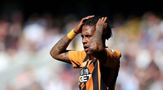 Tiền đạo Hull City trả giá đắt vì đấm người M.U - ảnh 1