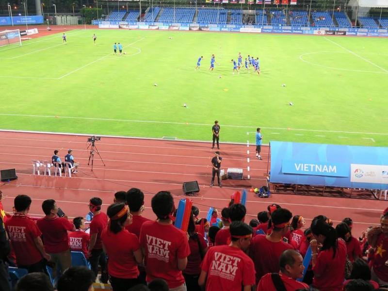 Rộn ràng Bishan trước trận 'tử chiến' U23 Việt Nam - U23 Malaysia - ảnh 1