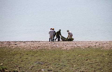 Nghi vấn nam thanh niên bị đâm chết bên bờ sông Lam - ảnh 1