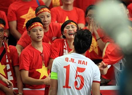 U23 Việt Nam thất bại cay đắng, nữ CĐV bật khóc nức nở - ảnh 11