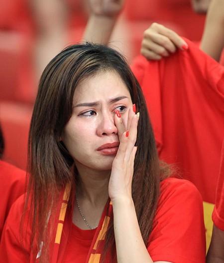 U23 Việt Nam thất bại cay đắng, nữ CĐV bật khóc nức nở - ảnh 14
