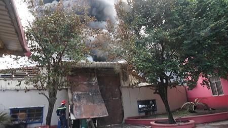 Cháy lớn tại công ty hóa chất, thiệt hại hơn 8 tỷ đồng - ảnh 2