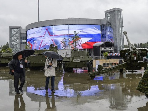 """Nga mở cửa """"siêu thị đồ quân sự"""" Army-2015 - ảnh 1"""