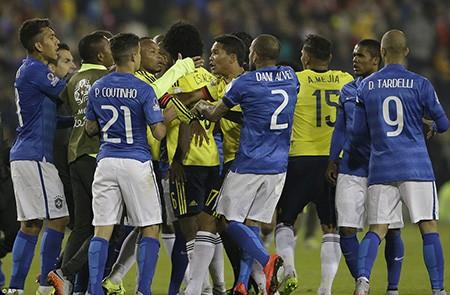 Neymar 'nổi điên', trận Brazil - Colombia kết thúc trong bạo lực - ảnh 3