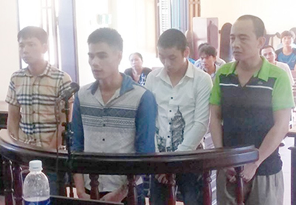 Bốn đối tượng bắt giữ tài xế xe khách cưỡng đoạt tiền lãnh án - ảnh 1