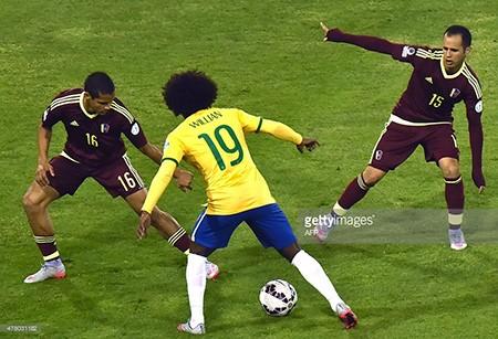 Brazil 2-1 Venezuela: Không Neymar, Brazil vẫn vào tứ kết với ngôi đầu - ảnh 1