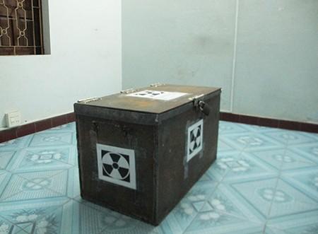 """Dùng chì """"nhốt"""" tạm thiết bị lọt tia phóng xạ ra ngoài - ảnh 1"""