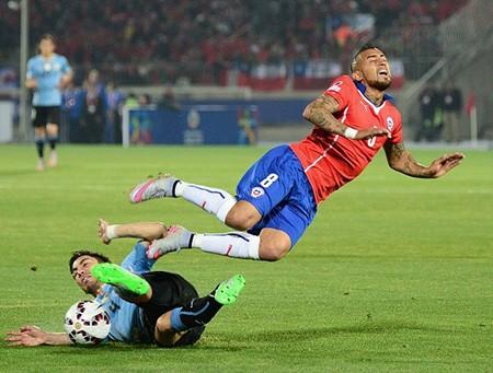 Chile 1-0 Uruguay : Chủ nhà 'đá văng' đương kim vô địch - ảnh 1