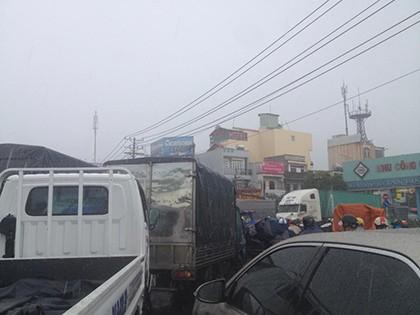 Đường tắc vì mưa lớn, đèn giao thông không hoạt động - ảnh 5