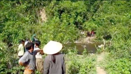 Hàng chục công an bám trụ núi, rừng điều tra vụ sát hại 4 người - ảnh 1