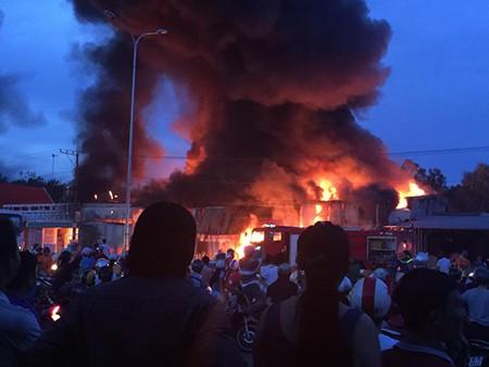 Đồng Nai: Xưởng vải bất ngờ bốc cháy dữ dội - ảnh 2