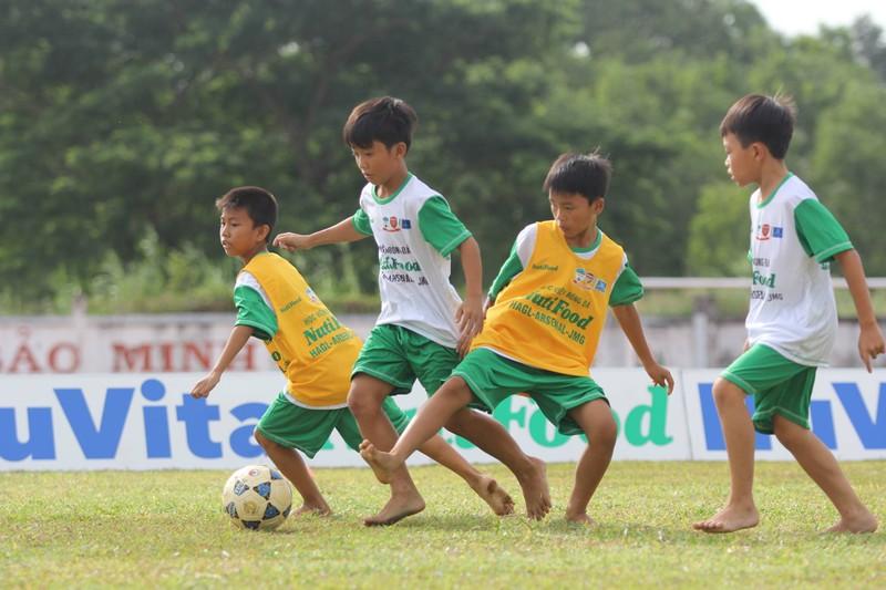 Học viện bóng đá NutiFood: 77 thí sinh vào vòng chung kết - ảnh 1