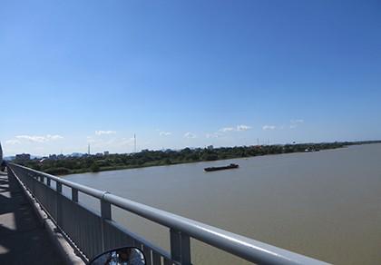 Lao từ trên cầu xuống tắm sông, hai học sinh thiệt mạng - ảnh 1